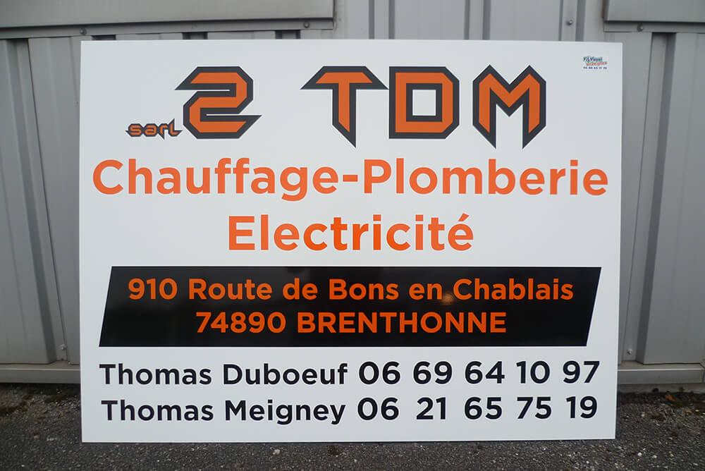Création de panneaux de chantier avec décor adhésif teinté masse haute-résistance – Support Alu Dibond.