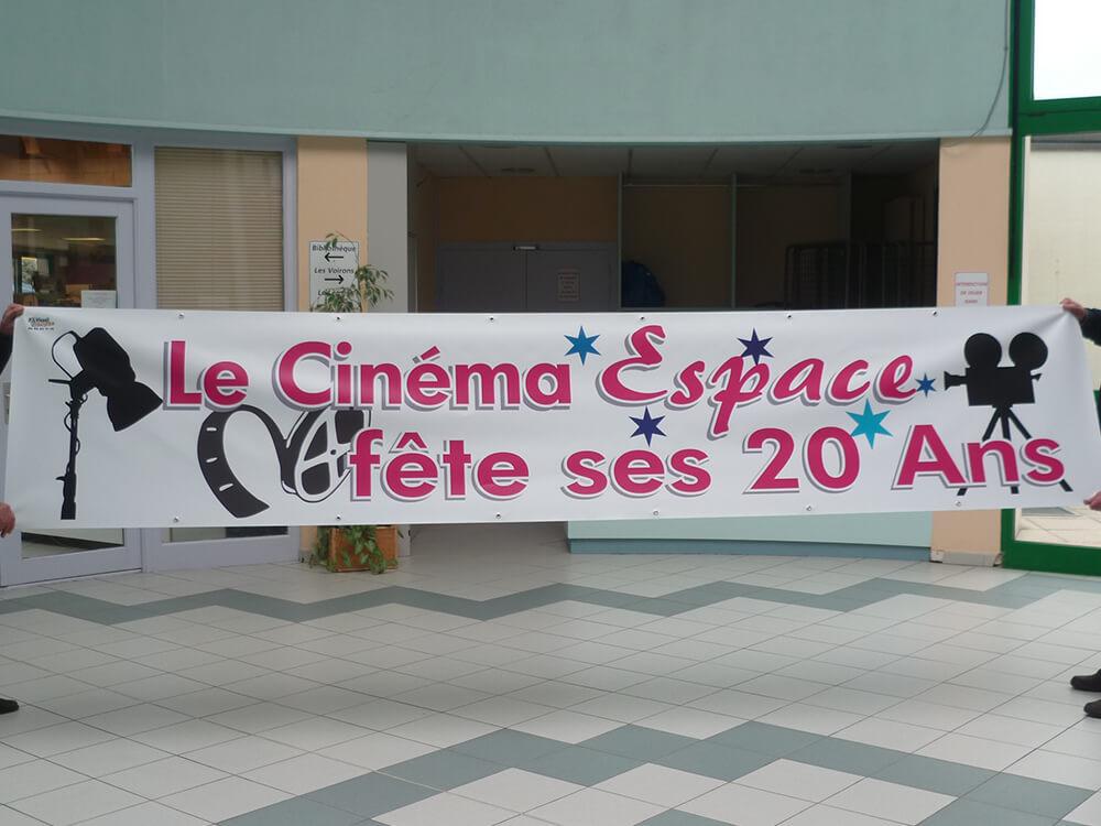 Création & installation de banderoles pour le Cinéma de Douvaine