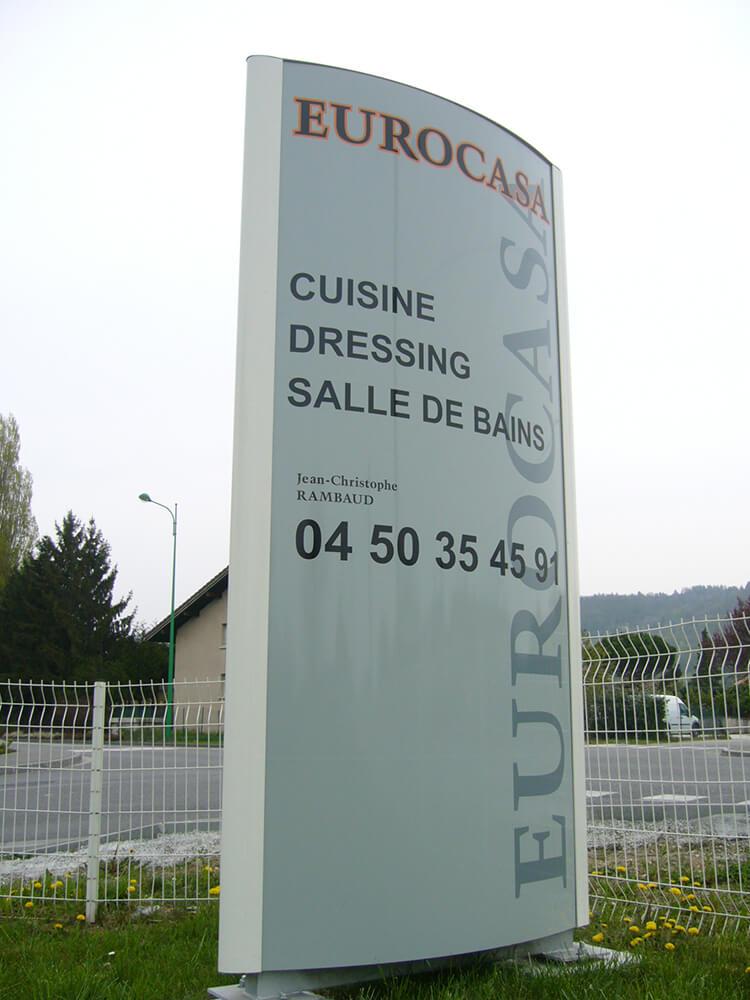 Création & installation d'un totem Eurocasa