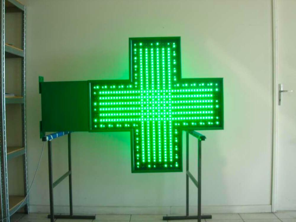 Création & installation de croix de pharmacie avec éclairage leds.