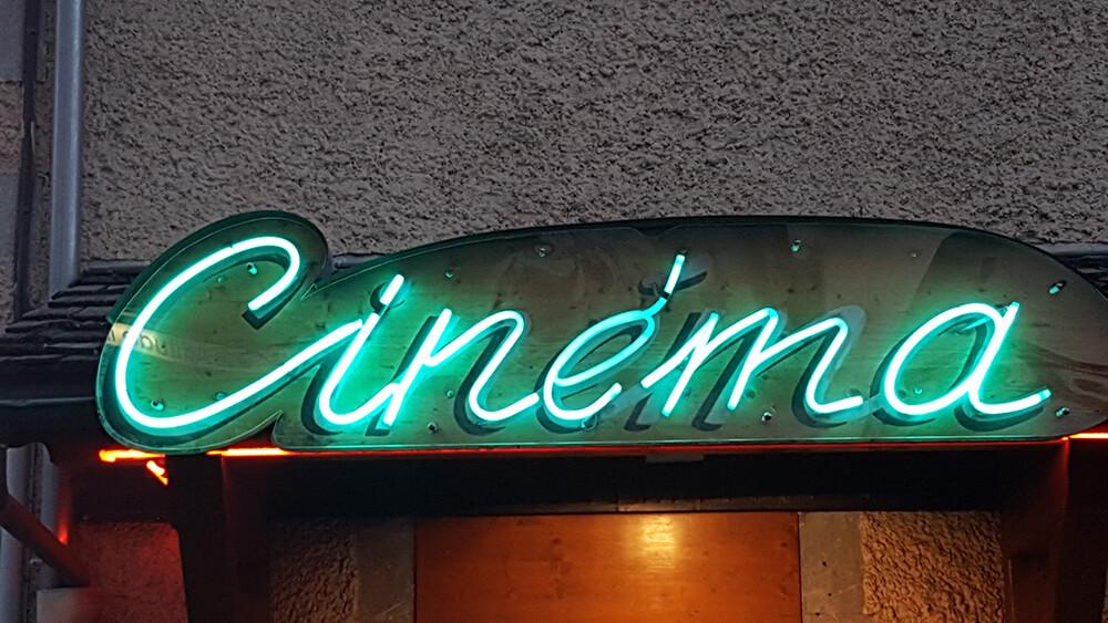Création & installation d'une enseigne néon pour un cinéma