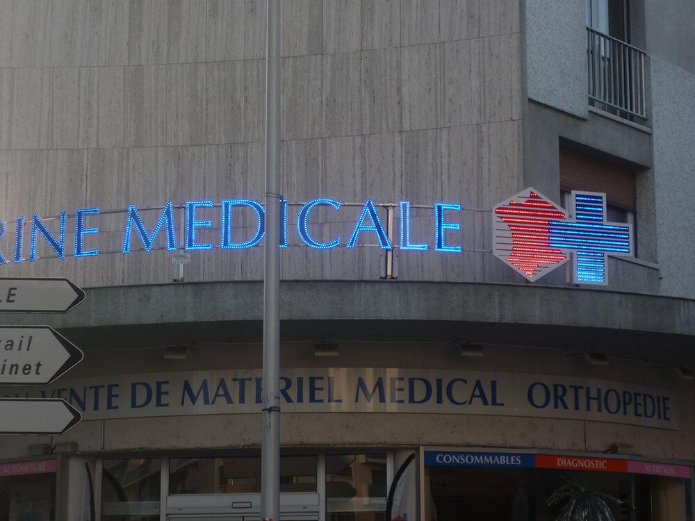 Création & installation d'une enseigne de vitrine médicale