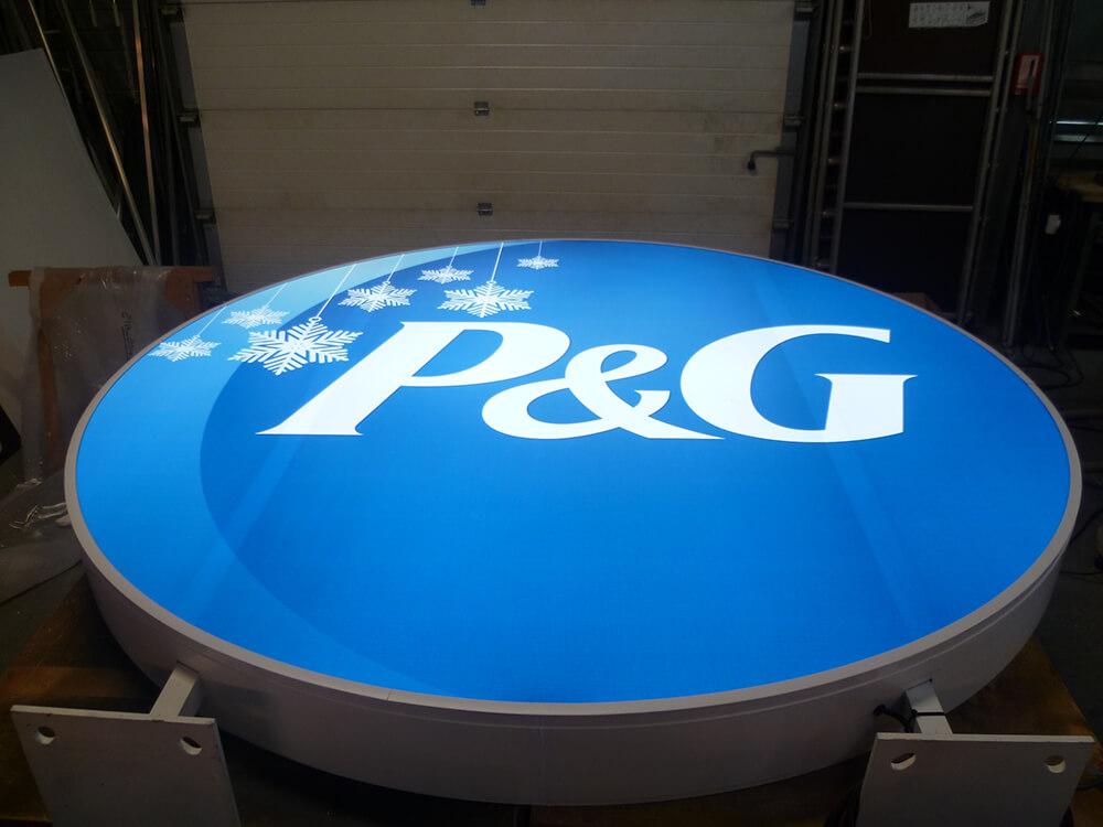 Création & installation de caissons lumineux avec éclairage leds pour P&G